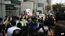 香港團體和人士抗議北京拘押艾未未