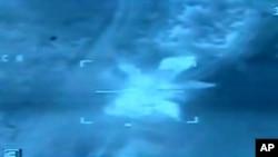 20152月16日埃及国防部发布美国对利比亚伊斯兰国目标空袭视频图像 (美联社/埃及国防部)