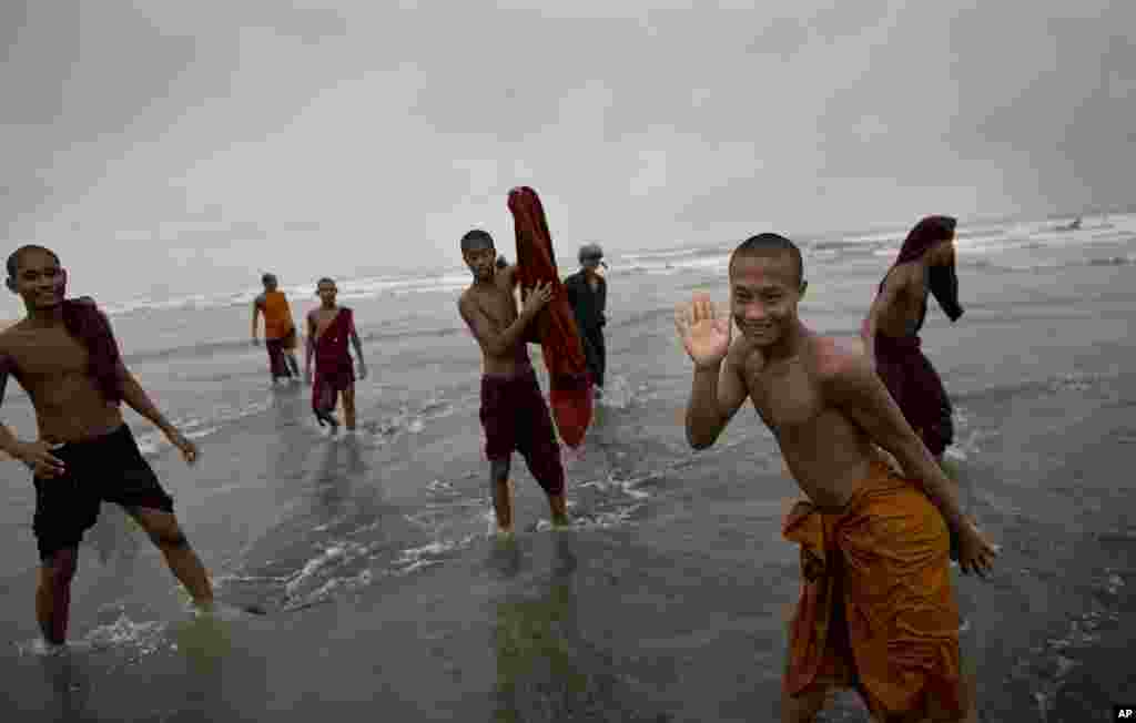 Novice Buddhist monks play in the sea in Sittwe, Burma ahead of the arrival of Cyclone Mahasen, May 14, 2013.