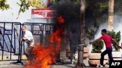 İstanbul şəhərində kürd nümayişçilərlə polis arasında toqquşma olub