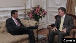 Ambos líderes trataron temas como la cooperación judicial, el asunto comercial, y el proceso de paz en Colombia. [Foto: Presidencia de Colombia]