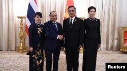 Thủ tướng Việt Nam Nguyễn Xuân Phúc (thứ hai bên trái) gặp Thủ tướng Thái Lan Prayuth Chan-o-cha, tại Bangkok, ngày 17/8/2017.