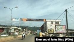 Visage de ville morte à Bamenda, où les activités économiques de l'avenue commerciale sont paralysées pendant 5 jours, Cameroun, le 20 mai 2018. (VOA/Emmanuel Jules Ntap)