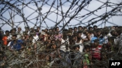 """no-man's land"" ဇံုရွိ သံဆူးႀကိဳးမ်ား (ဓါတ္ပံု © 2018 Ye Aung Thu/AFP/Getty Images)"