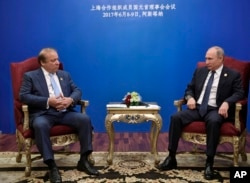 Russian President Vladimir Putin, right, meets with Pakistani Prime Minister Nawaz Sharif after a summit of the Shanghai Cooperation Organization in Astana, Kazakstan, June 9, 2017. Moscow has been been making diplomatic overtures to Islamabad, recently participating in joint naval exercises off Pakistan.