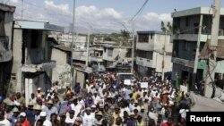 Manifestants répondant à l'appel de groupes d'opposition, Port-au-Prince, Haiti, le 12 février 2016.(REUTERS/Andres Martinez Casares