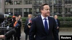 دیوید کامرون نخست وزیر بریتانیا در بروکسل هنگام ورود به نشست سران اتحادیه اروپا، ۲۳ نوامبر ۲۰۱۲