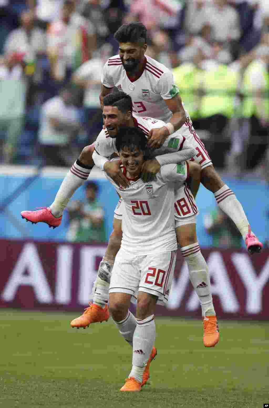 خوشحالی بازیکنان تیم ملی بعد از پیروزی شیرین در مقابل تیم ملی مراکش