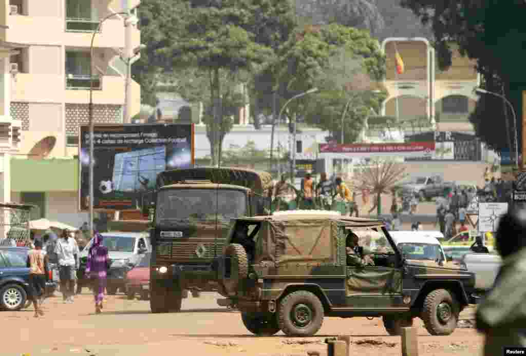 French soldiers patrol near the presidential palace (background) in Bangui, Central African Republic, December 31, 2012.