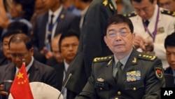 2015年11月4日,中国国防部长常万全(右)在马来西亚吉隆坡参加东盟国防部长会议。