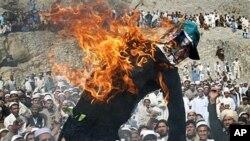 Palenje lutke s likom pastora Terryja Jonesa u Afganistanu