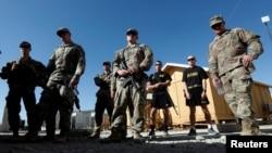 افغانستان کے صوبے لوگر میں امریکی فوجی سیکیورٹی بریفنگ سن رہے ہیں۔ 5 اگست 2018