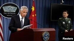 美中國防部長2013年8月19日會晤後舉行聯合記者會 (資料圖片)