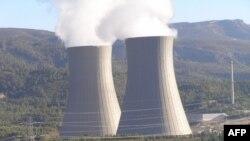 Việt Nam quyết tâm xúc tiến phát triển các nhà máy điện hạt nhân để bù đắp vào sản lượng điện thiếu hụt từ các nhà máy thủy điện