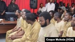 Des opposants angolais lors du premier jour de leur procès, à Luanda, 16 novembre 2015