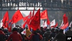 尼泊爾執政黨尼泊爾共產黨分裂組織的支持者在加德滿都參加抗議活動。(2020年12月29日)