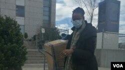 中国劳工观察捐赠的N95送达皇后医院。李强提供