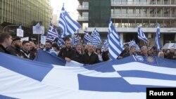 Puluhan ribu demonstran berpawai di Athena hari Minggu (4/2) untuk memrotes kemungkinan kompromi antara Yunani dan Macedonia.