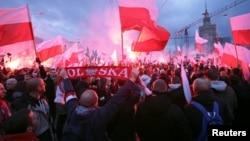 «اردوگاه رادیکال ملی» میگوید مسلمانان مهاجر و دگرباشان موجب آسیب به ارزش های کاتولیکی لهستان هستند.