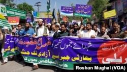 پاکستانی کشمیر میں کالعدم حزب المجاہدین کے تحت نکالی جانے والی ایک ریلی۔ 7 اپریل 2018