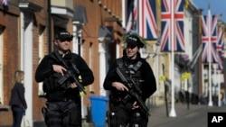 2018年5月17日武装警察在英格兰温莎街头巡逻