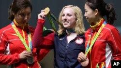 美国吉尼·斯拉谢尔在女子汽步枪比赛中赢得金牌