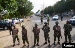FILE - Nigerian army soldiers stand guard in Abuja, June 25, 2014.