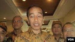Presiden Jokowi didampingi ketua PWI, Gubernur Jateng dan sejumlah menteri Kabinet Kerja saat di Solo, Jumat sore, 28 September 2018. (Foto: VOA/Yudha)