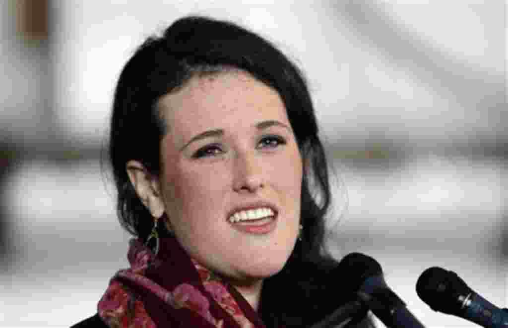 Isabel, la hija mayor de Rick Santorum, trabaja en la campaña electoral de su padre, quien se quedó en Filadelfia para estar con su hija de 3 años.