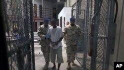 """Επίκειται προεδρική εντολή για """"επ' αόριστον κράτηση"""" στο Γκουαντάναμο"""
