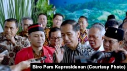 Presiden Joko Widodo di Manado, Sulawesi Utara Rabu, 15 November 2017. Presiden Jokowi menanggapi pertanyaan wartawan mengenai kasus e-ktp dengan tersangka ketua DPR Setya Novanto. (Fpto: Biro Pers Kepresidenan)