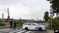 Polícia junto ao laboratório, Bruxelas, 29 de Agosto, 2016