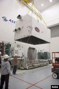 آماده سازی DSCOVR برای پرتاب در نزدیکی مرکز فضائی کندی در فلوریدا. عکس از NASA