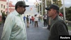 El presidente venezolano, Nicolás Maduro, recibió el apoyo incondicional de su ministro de Defensa, Vladimir Padrino, durante acto realizado en el cuartel 4F de Caracas.