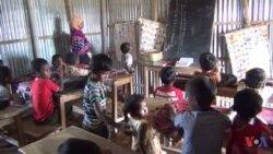 বাংলাদেশে সাঁওতাল সম্প্রদায়ের শিশুরা তাদের মাতৃভাষায় পড়ালেখা করতে চায়