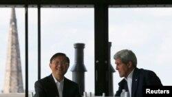 جان کری و مشاور دولت چین