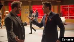 哥伦比亚电影公司影片《采访》中的两个角色:亚伦(塞斯·罗根扮演)(左)和戴夫(詹姆斯·弗兰科扮演)(右)