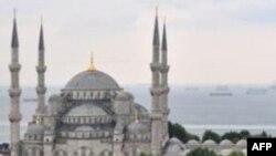 Ankaraja përpiqet të tregojë forcën e vet politike në rajon