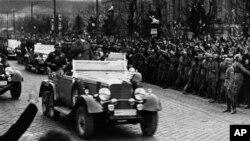 Адольф Гитлер в Вене (архивное фото)