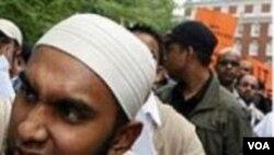 Warga muslim di Inggris marah karena merasa dimata-matai.