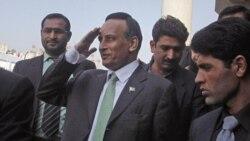 نخست وزیر پاکستان وزیر دفاع را برکنار می کند