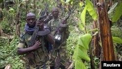 30일 고마시 서쪽으로 인근 사케시에서 철수하는 콩고민주공화국 M23 반군.