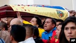 El gobierno de Venezuela asegura que el crimen tiene nexos con el paramilitarismo colombiano