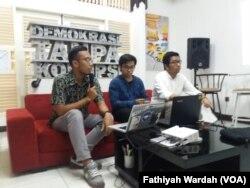 Evaluasi Kerja KPK 2015-2019 menjadi tema diskusi di kantor ICW di Jakarta, Minggu (12/5) (foto: VOA/Fathiyah Wardah)