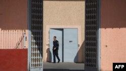 Un policier marocain dans une prison de la ville de Casablanca, le 18 octobre 2017.