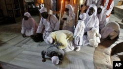 Kirista daga Najeriya su na ibada a Majami'ar Nativity inda suka yi imanin an haifi Yesu Kiristi a garin Bethlehem na Yammacin Kogin Jordan