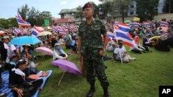 태국 반정부 시위대가 29일 방콕 육군본부 영내를 점거하고 있다.