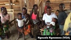 Une familles de réfugiés centrafricains à Bétou, au Congo-Brazzaville. (VOA/Ngouela Ngoussou)