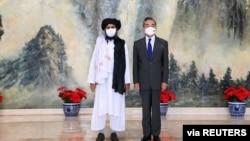 2021年7月28日中国外长王毅在天津会见塔利班政治首脑毛拉·巴拉达尔。