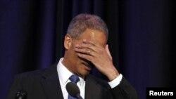 Eric Holder fue declarado en desacato por 255 votos contra 67.